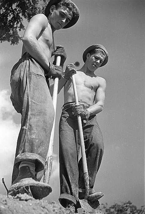 CCC boys at work, Prince George's County, Maryland Photo: Carl Mydans