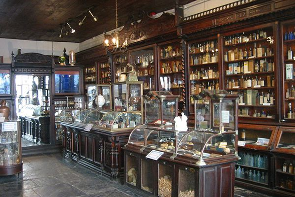Apothecary, mid- 19th century (Courtesy New Orleans Pharmacy Museum)
