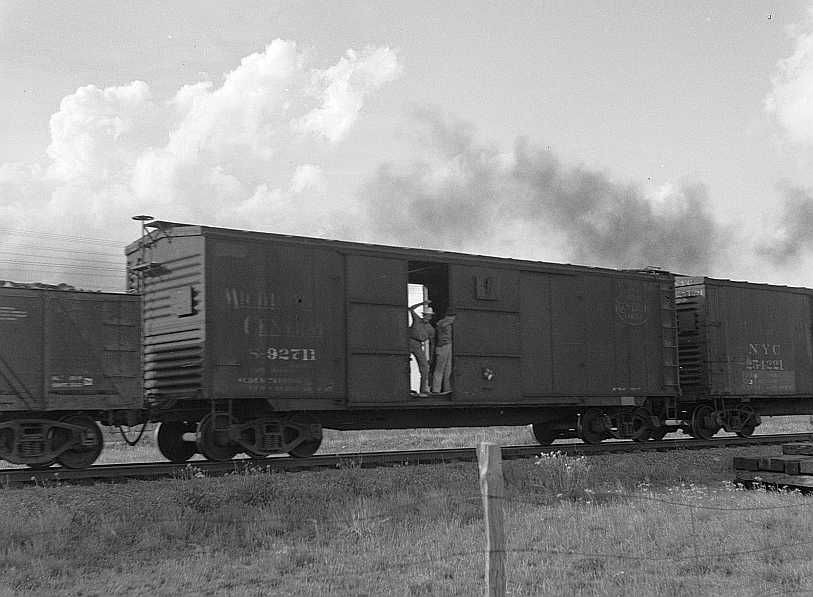 Boy riding boxcar, West Texas        Photo: Dorothea Lange