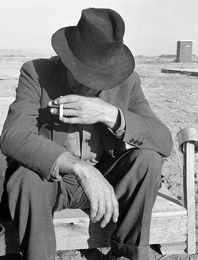 Was Nebraska farmer, now migrant farm worker in the West. Merrill, Klamath County, Oregon.  Photo: Dorothea Lange