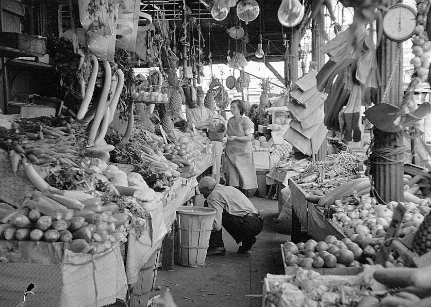 Marketplace in the French quarter of New Orleans Photo: Carl Mydans
