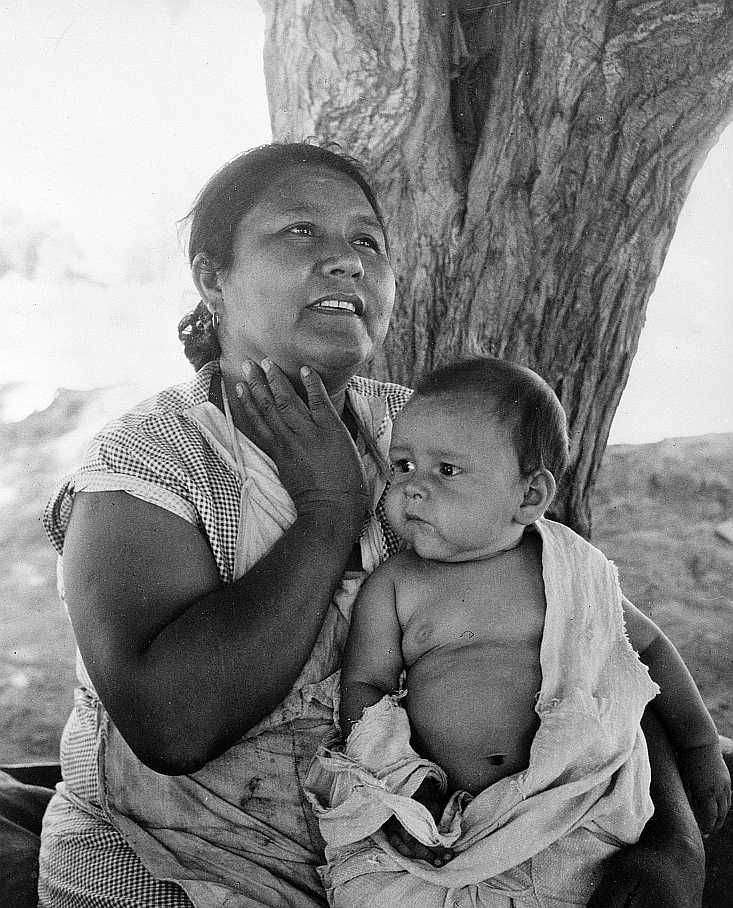 Mexican mother and child   Photo: Dorothea Lange