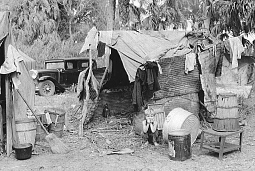 Migrant workers camp near Canal Point, Florida Photo: Marion Post Wolcott