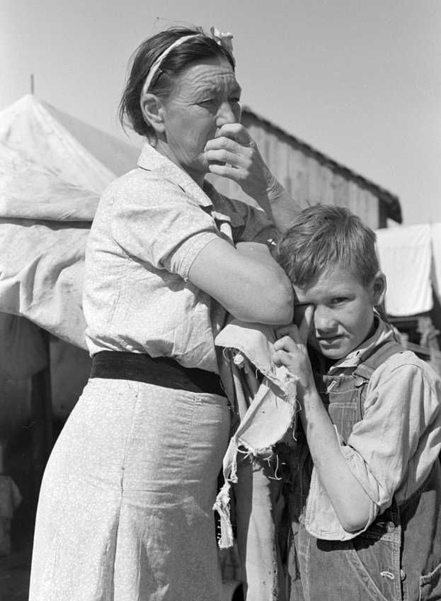 Migrant mother and son, Weslaco, Texas Photo: Russell Lee