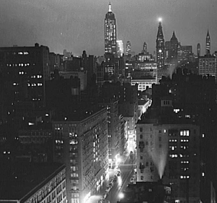 A rainy evening in New York City, looking north from University Place, 1939 - Photo: Marion Post Wolcott