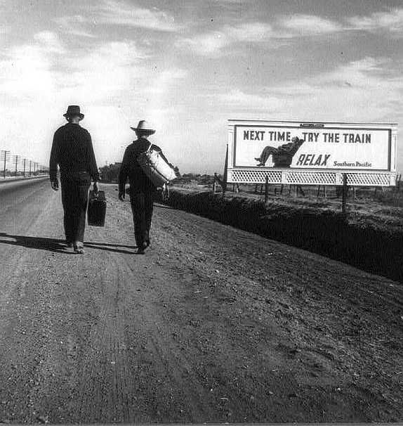 On the road toward Los Angeles          Photo: Dorothea Lange