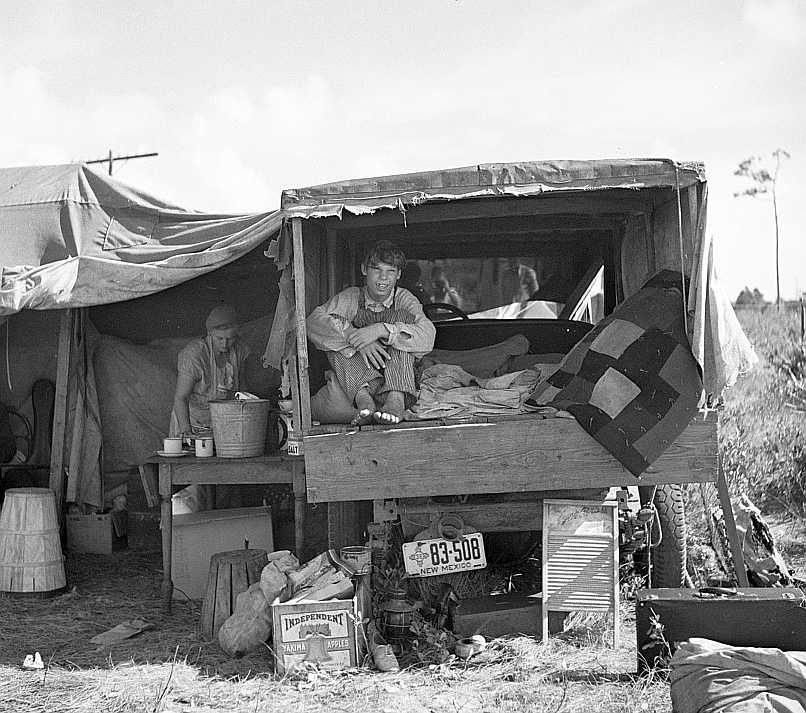 Family from New Mexico, camped near the packinghouse at Deerfield, Florida    Photo: Arthur Rothstein