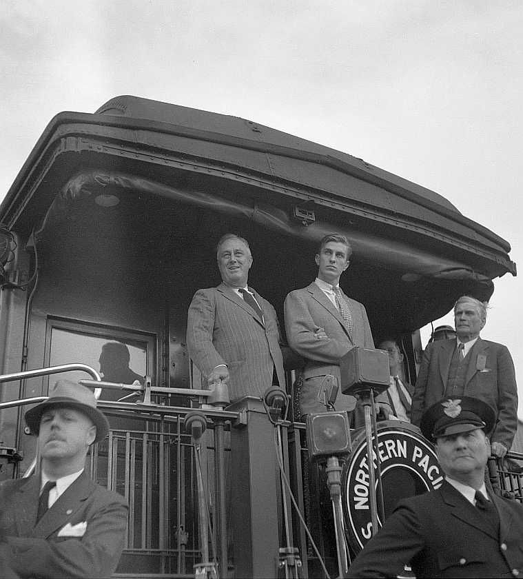 President Roosevelt speaking from train, Bismarck, North Dakota Photo: Arthur Rothstein