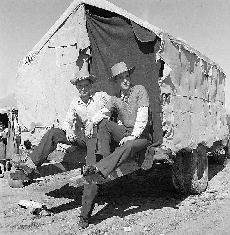 Two boys from New Mexico in California to work the harvest Photo: Dorothea Lange