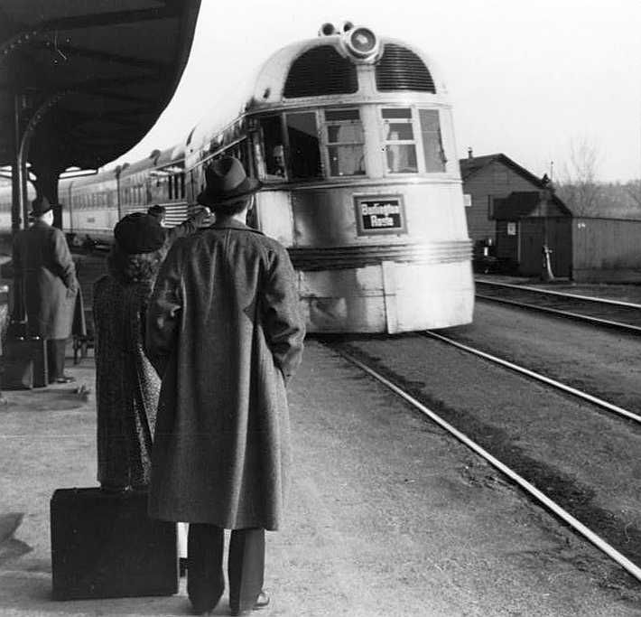The Burlington Zephyr. East Dubuque, Illinois Photo: John Vachon
