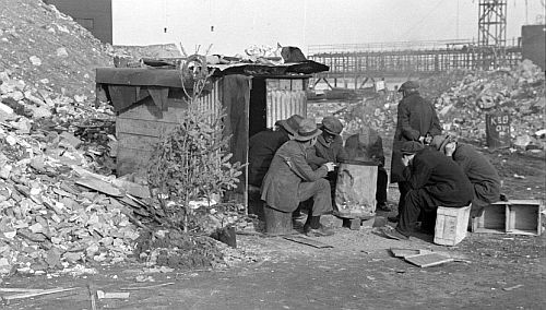 Unemployed workers with Christmas tree 1938, E 12th Street, New York City Photo: Lee Russell